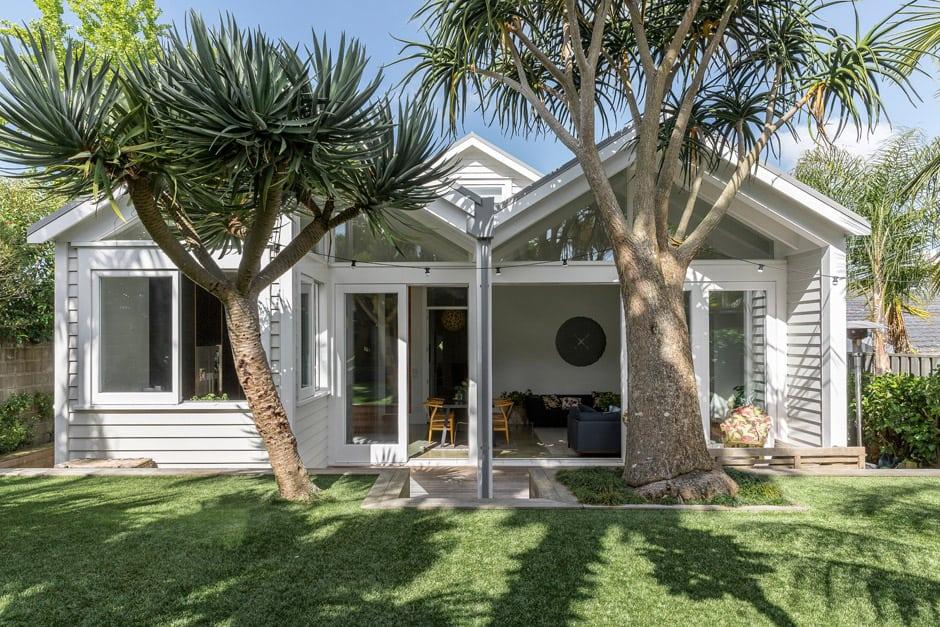 kate and wayne ashford 39 s auckland bungalow renovation. Black Bedroom Furniture Sets. Home Design Ideas